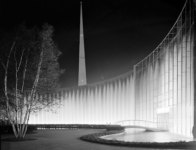 A World's Fair night views of Consolidated Edison's fountains, on June 24, 1939.