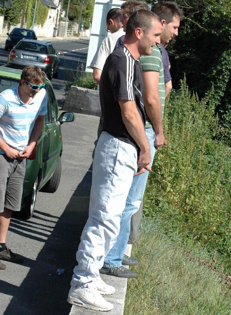 male-peeing-in-public