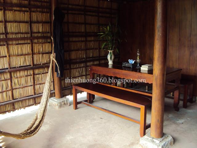 Lăng cụ Phó bảng Nguyễn Sinh Sắc: Bày trí bên trong nhà
