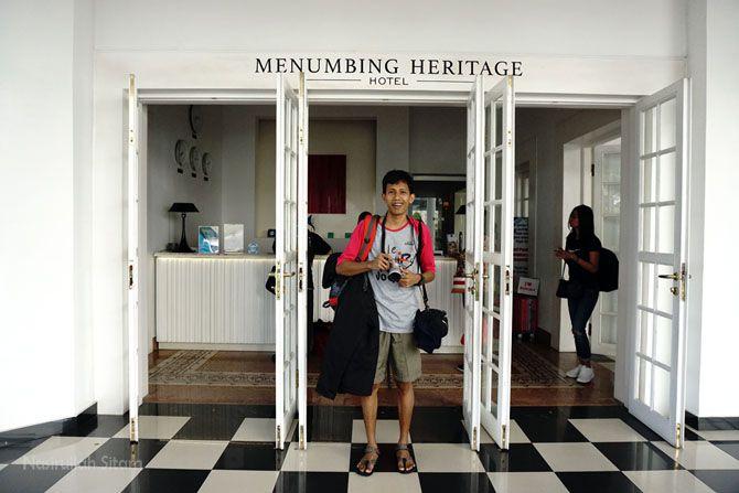 Depan pintu masuk resepsionis Menumbing Heritage Hotel Bangka