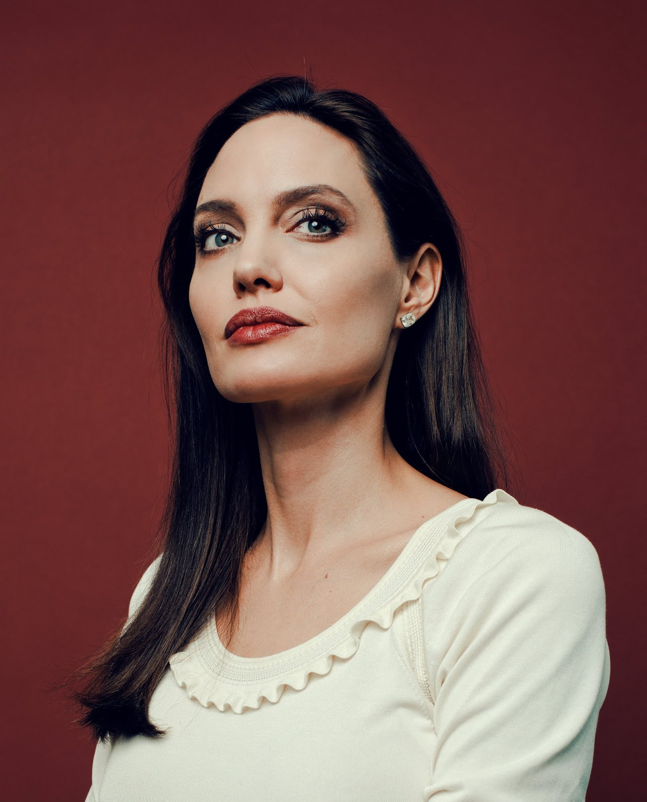 Angelina Jolie em entrevista para o The New York Times Angelina Jolie