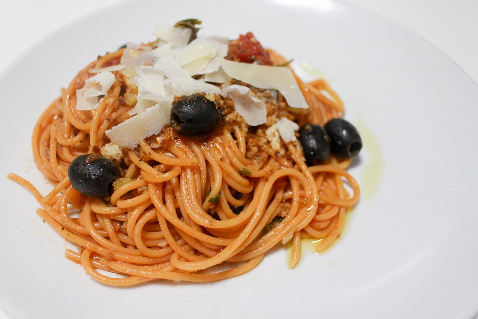 Esparguete picante com sardinha (enlatada)