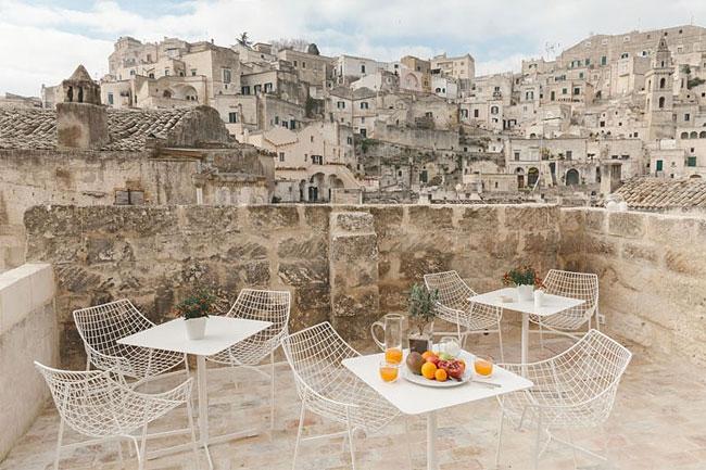 02-Terrace-La-Dimora-di-Metello-Hotel-Matera-by-Manca-Studio-www-designstack-co