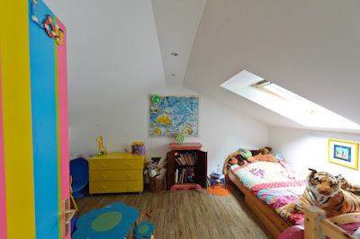 Dekorasi kamar tidur anak diruang tidak simetris