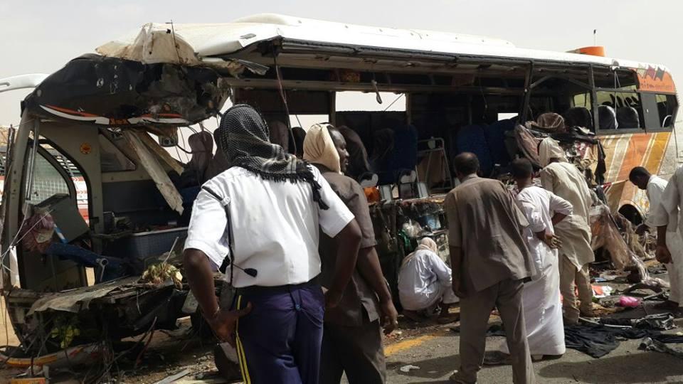 عاجل : حادث مروري بشع والجثامين عالقه بالبص