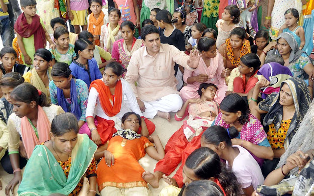 lalit-nagar-mla-sit-dharna-with-school-girls-mujedi-faridabad-haryana