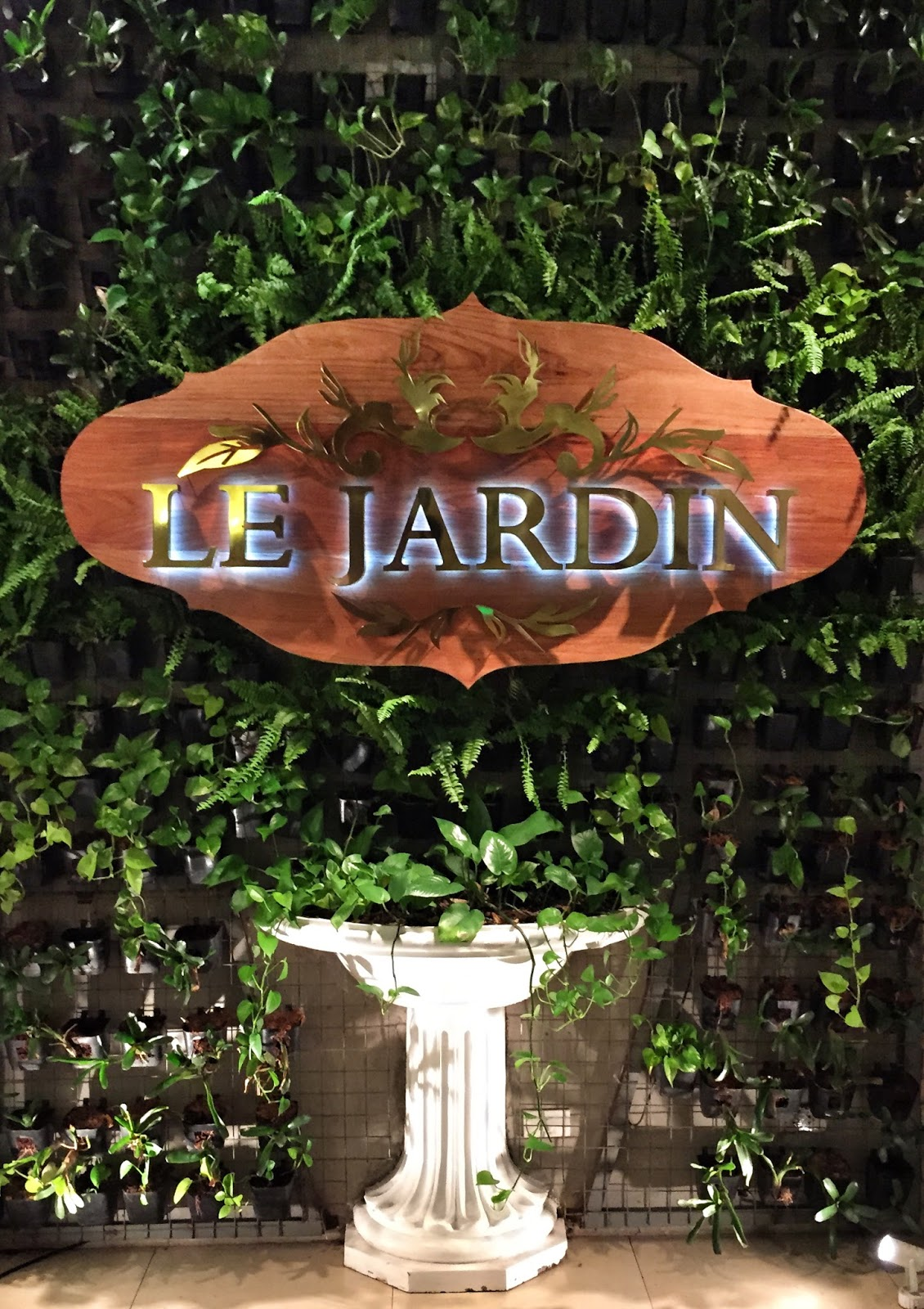But Jardin What Mary Loves First Bite Le Jardin