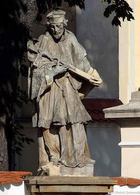 Figura św. Jan Nepomucen we Wrocławiu przy kościele św. Maurycego na ul. Traugutta