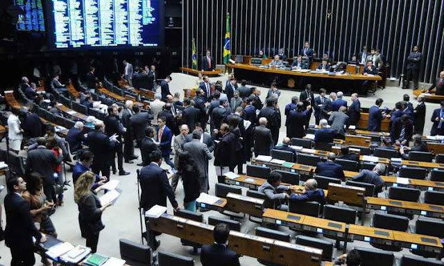 Deputados custam R$ 1 bilhão por ano ao contribuinte
