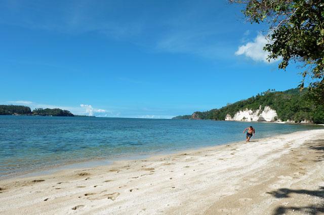 Pantai Pasir Putih Baturiri
