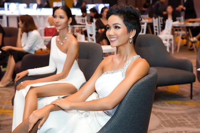 Hoa hậu H'Hen Niê và Á hậu Hoàng Thùy  1