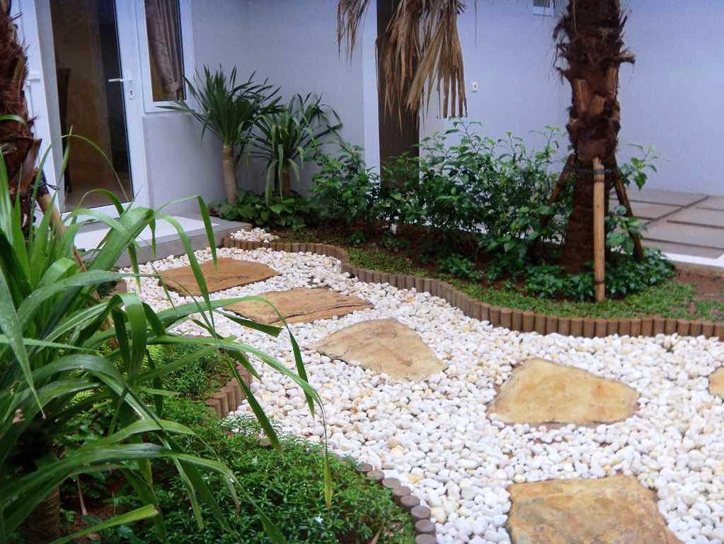 Taman Minimalis Belakang Rumah di Lahan Sempit