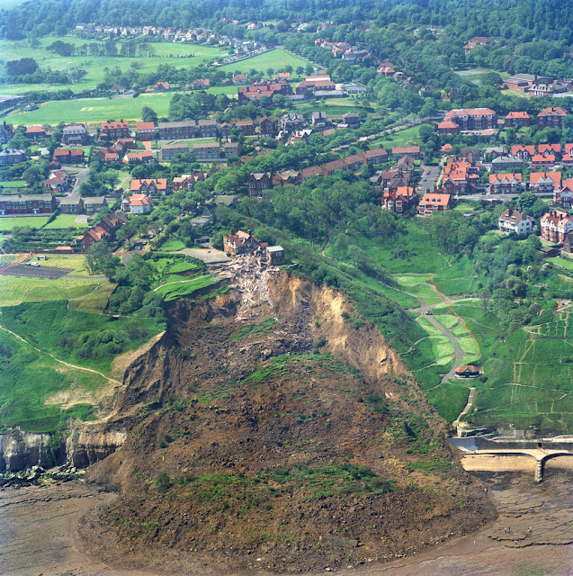 The Holbeck Hall landslide.  P707131. BGS Copyright NERC