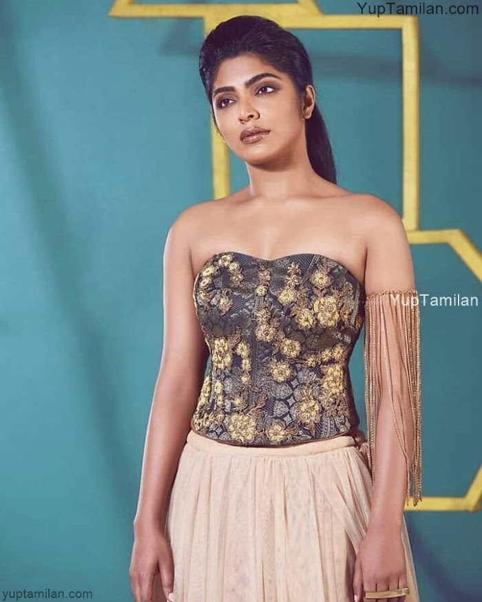 Rima Kallingal Hot Photos-Sexy Pictures and Photoshoot