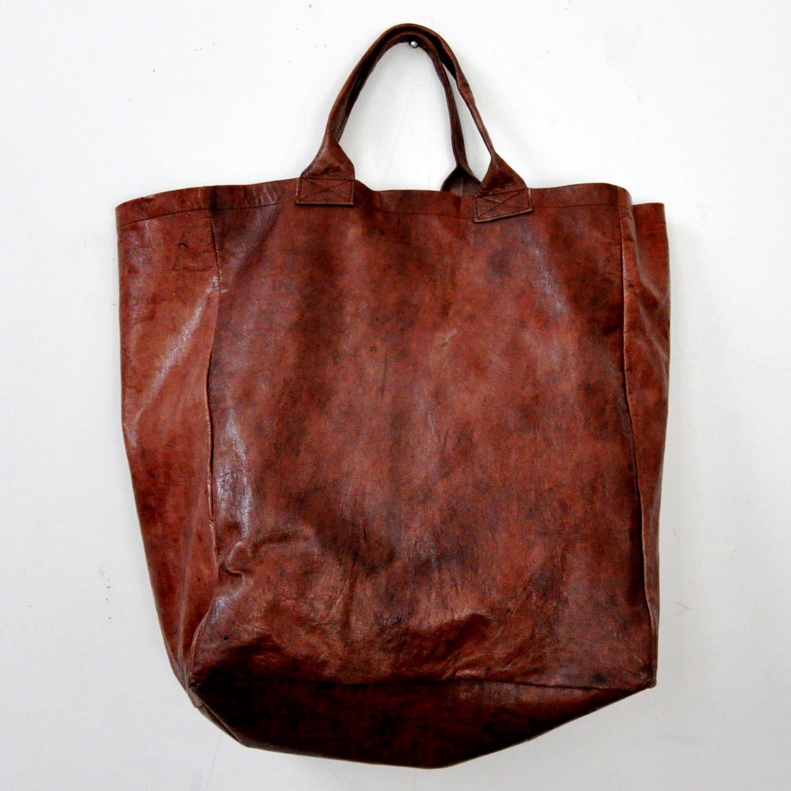 et hop dans mon sac petite s lection de tote bags en cuir. Black Bedroom Furniture Sets. Home Design Ideas