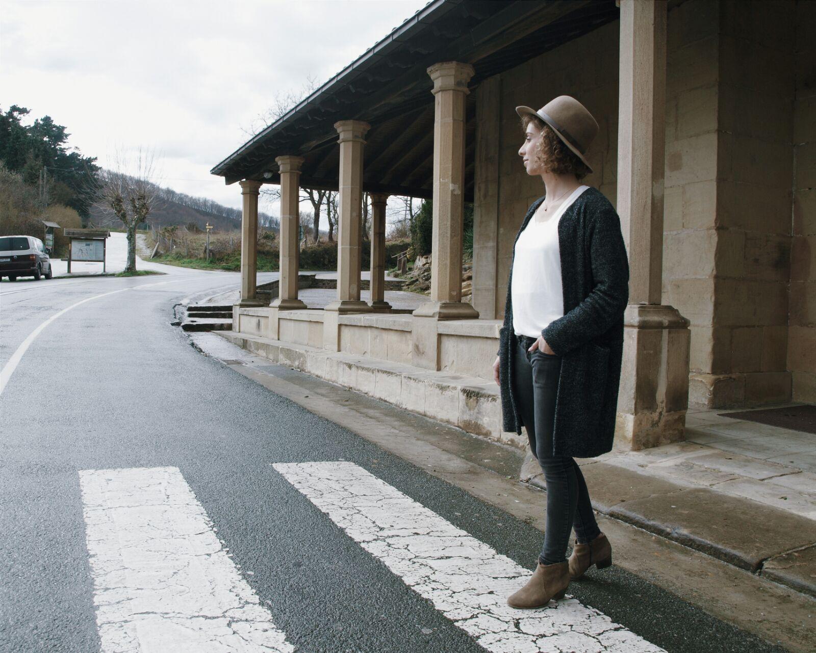 beige-tenue-outfit-look-coastalandco-hendaye-blog-blogger-boots-bottines-destroy-jeans-hat-necklace-woman-cachecache