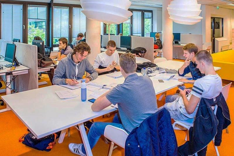 Giờ học của sinh viên Đại học Khoa học Ứng dụng Utrecht