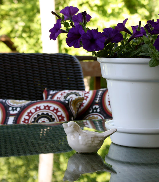 Tiny Yard Concepts To Make The Most Of A Little Room: The Yellow Cape Cod: Our Budget Friendly Outdoor Dining Room