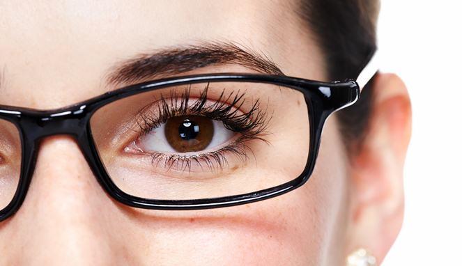 Empat Langkah Mengobati Mata Minus di Rumah