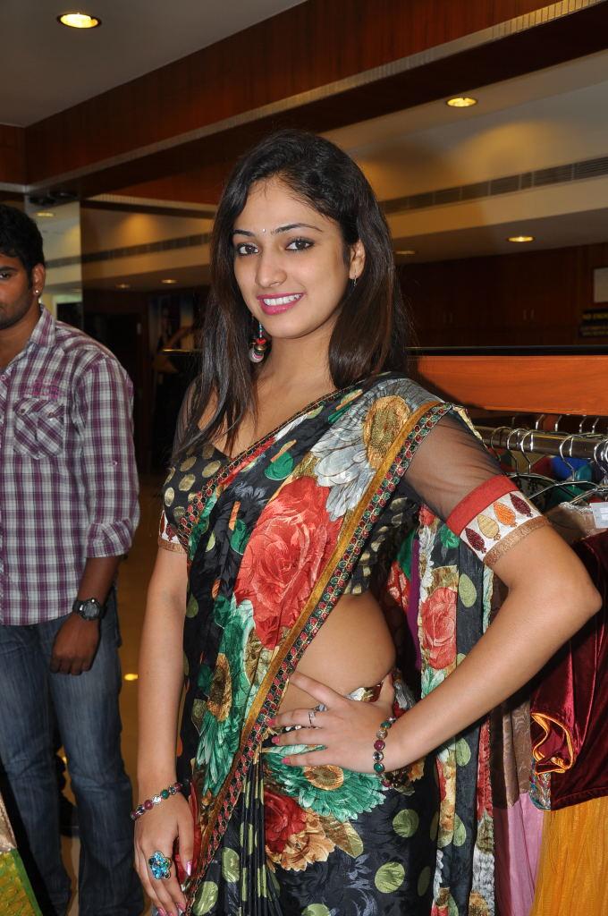 Hari Priya Showing Tattoo In Saree Spicy Pics Actress  Actress Tattoos-6166