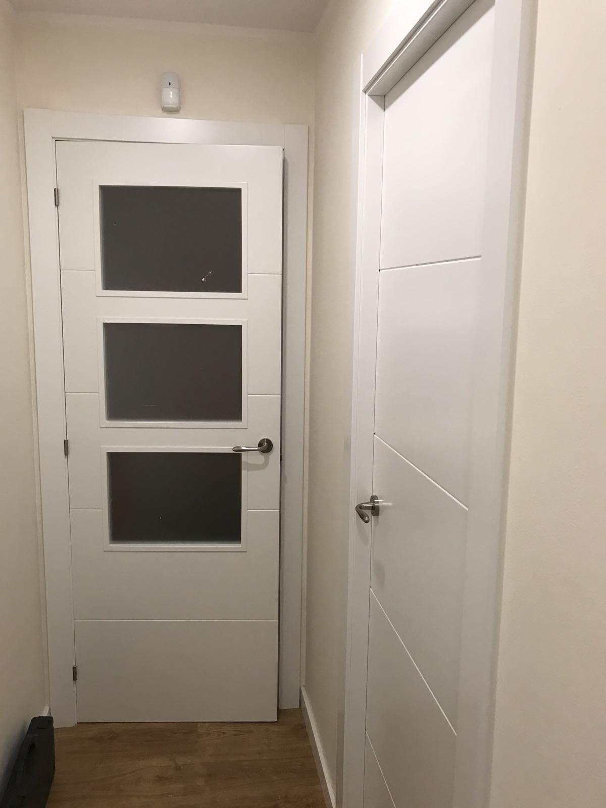 Puertas Macizas Lacadas En Blanco. Perfect Suelo Roble Vintage Y ...