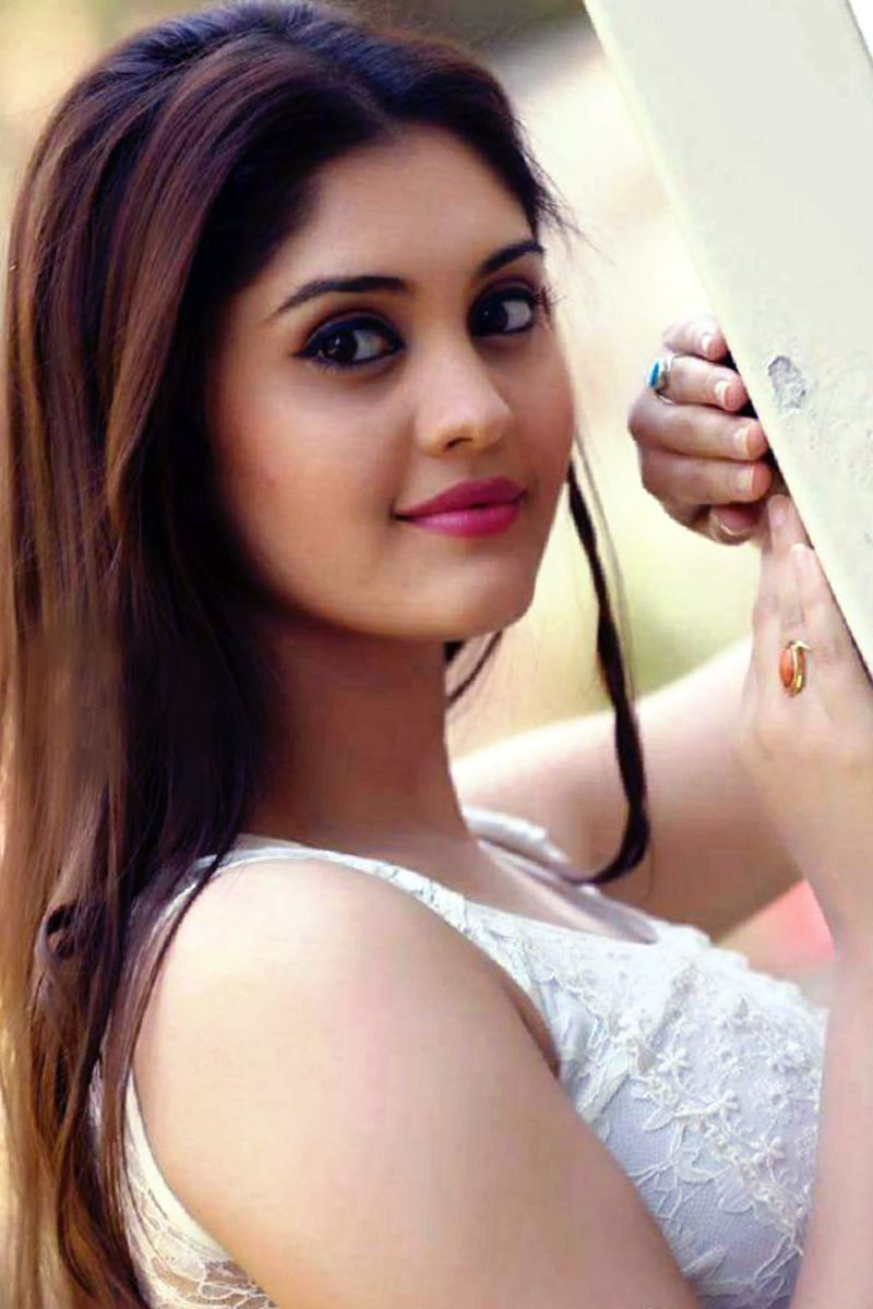 18 HoT PicS Of Actress SURABHI BEAU