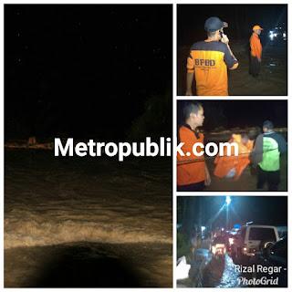 Pasutri dan 1 Pemuda Hanyut Terbawa Arus Banjir