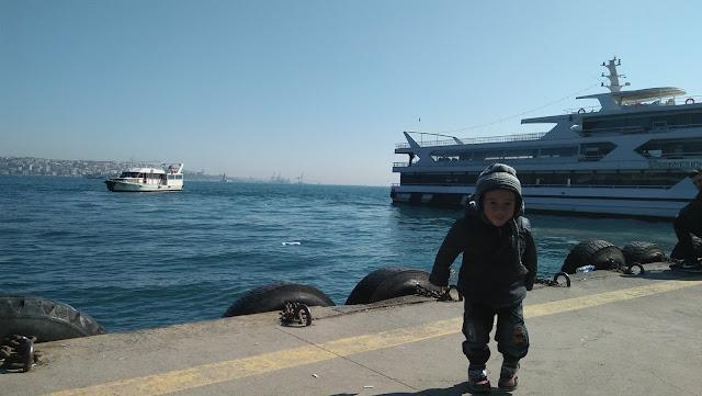 Mengarungi Selat Bosphorus Dari Eropa ke Asia dan Kembali ke Eropa Lagi dalam 2 Jam