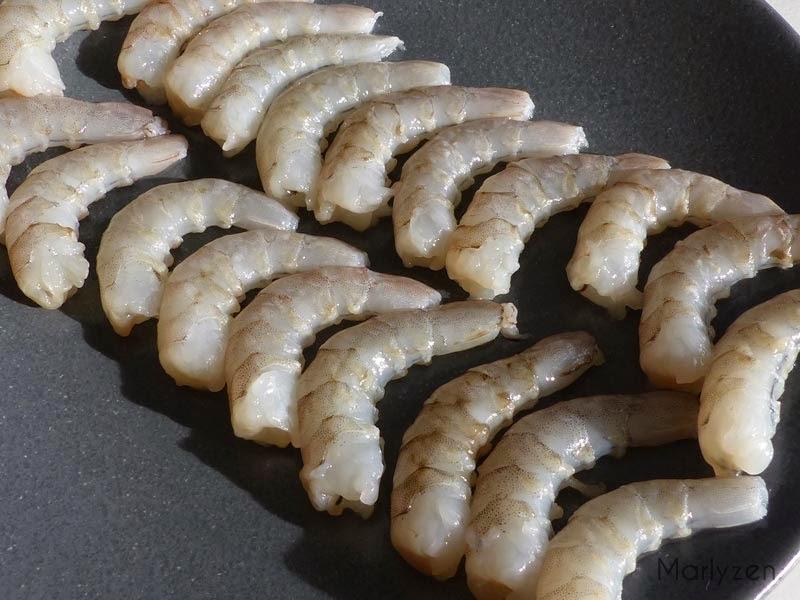 Crevettes crues décortiquées.