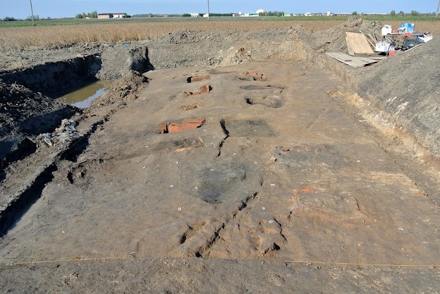 12 Roman cremation graves and Roman road unearthed near Verona