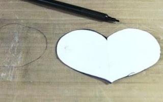 mal kertas bentuk hati untuk emnggunting mika