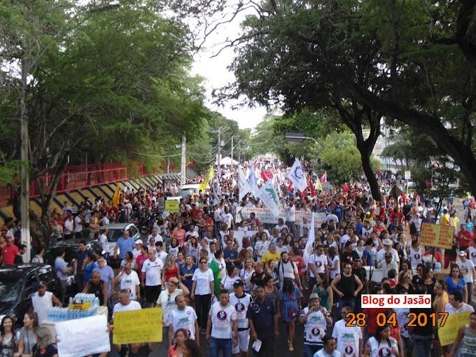 """(Sexta(28) Greve Geral: Mais de 50 mil trabalhadores participam do  """"Ato contra a Reforma da Previdência"""" em Natal."""