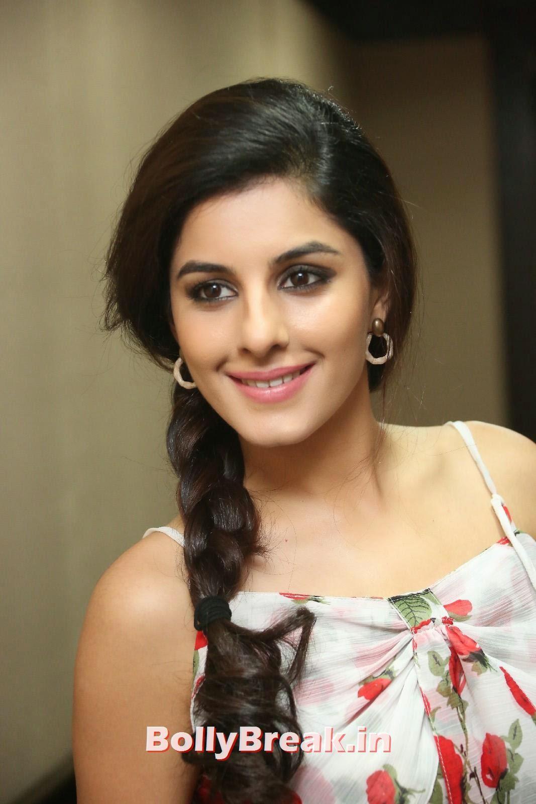 Isha Talwar (18), Isha Talwar Cute Pics - Beautiful South Actress