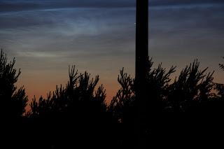Obłoki srebrzyste (chmury mezosferyczne), 2016.06.18. 22:50. Kolbuszowa fot. Paweł Rzucidło