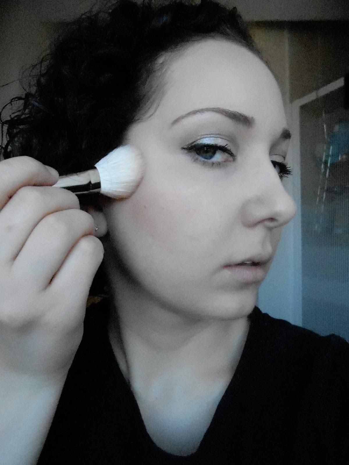 Mac 168 Large Angled Contour Brush: When Tania Talks