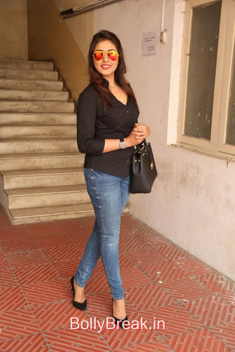 Madhu Shalini Pictures, Madhu Shalini Pics in Tight Blue Jeans & Black Top