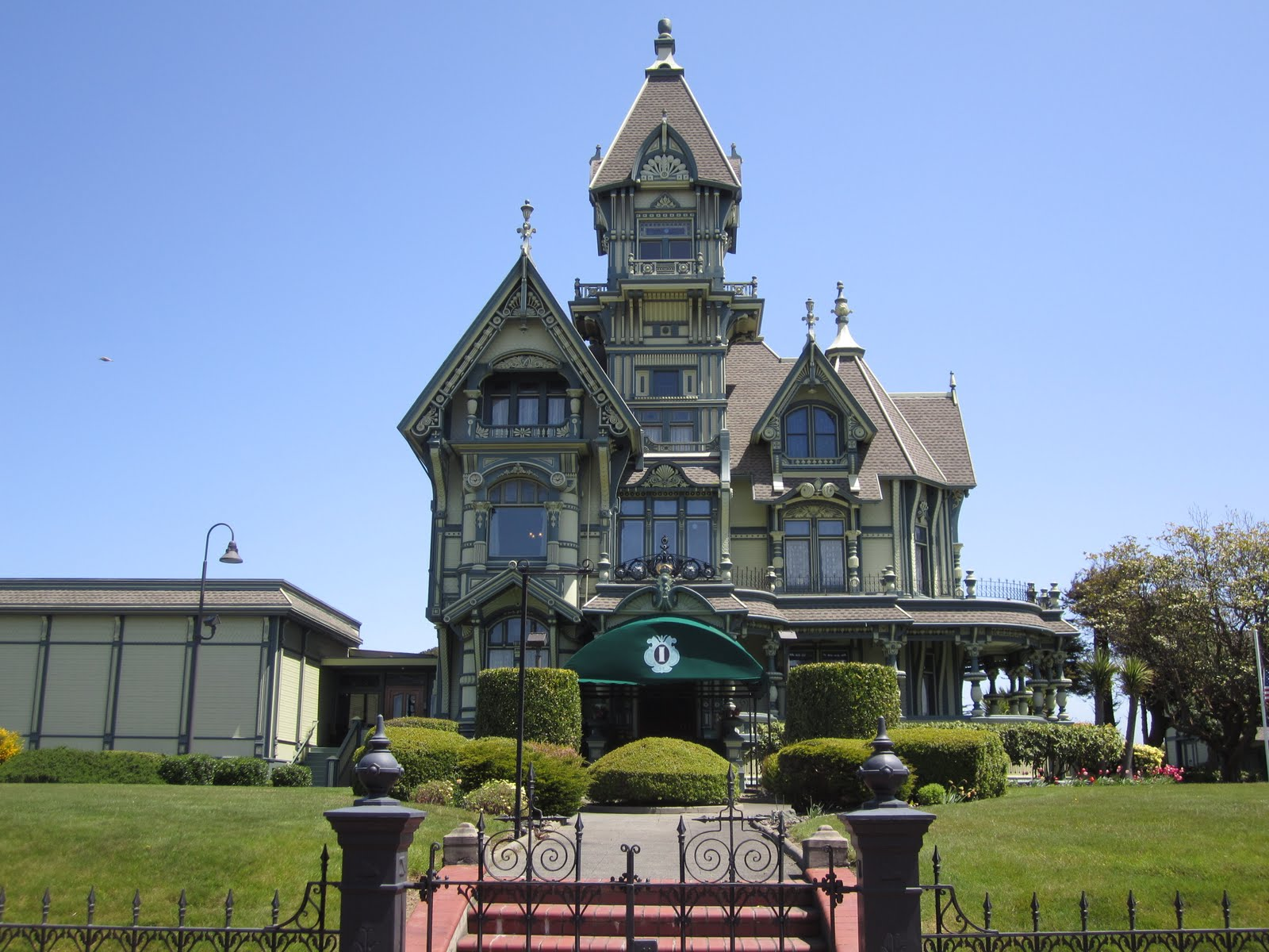 Go with the gilmore 39 s eureka ca and victorian houses - What is a victorian house ...