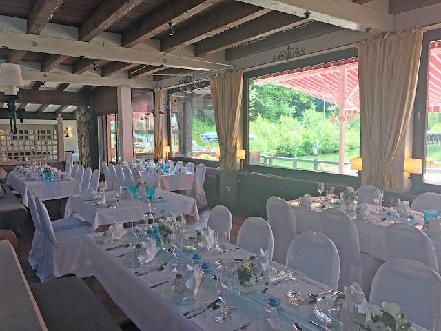 Seehaus, Restaurant, Hochzeitsmotto Flug der Kraniche, 1000 Origami-Kraniche zur Hochzeit, heiraten im Riessersee Hotel Garmisch-Partenkirchen, Bayern, Hochzeitsplanerin Uschi Glas, petrol und weiß