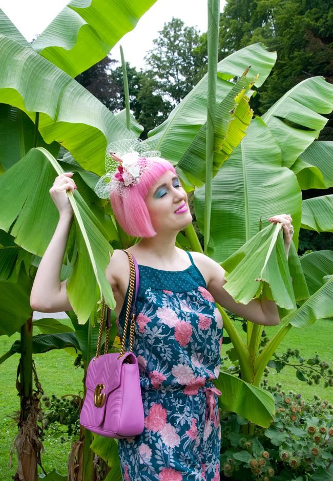 tropical look, jumpsuit, pink haired blogger