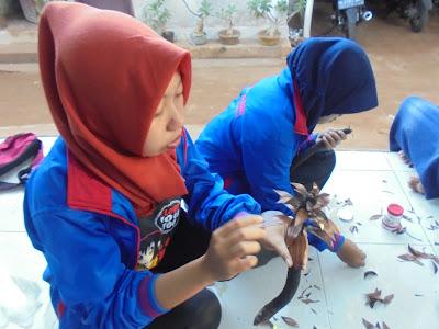 Pelatihan pengelolaan limbah siwalan dan kelapa di lapa laok