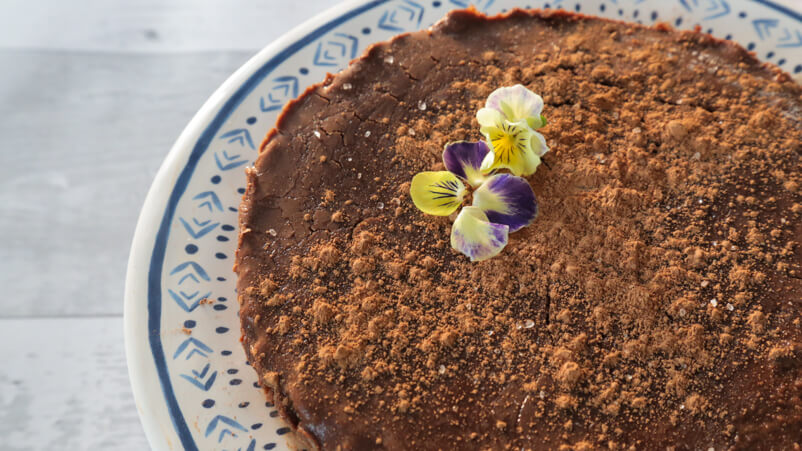 raw flourless chocolate cake