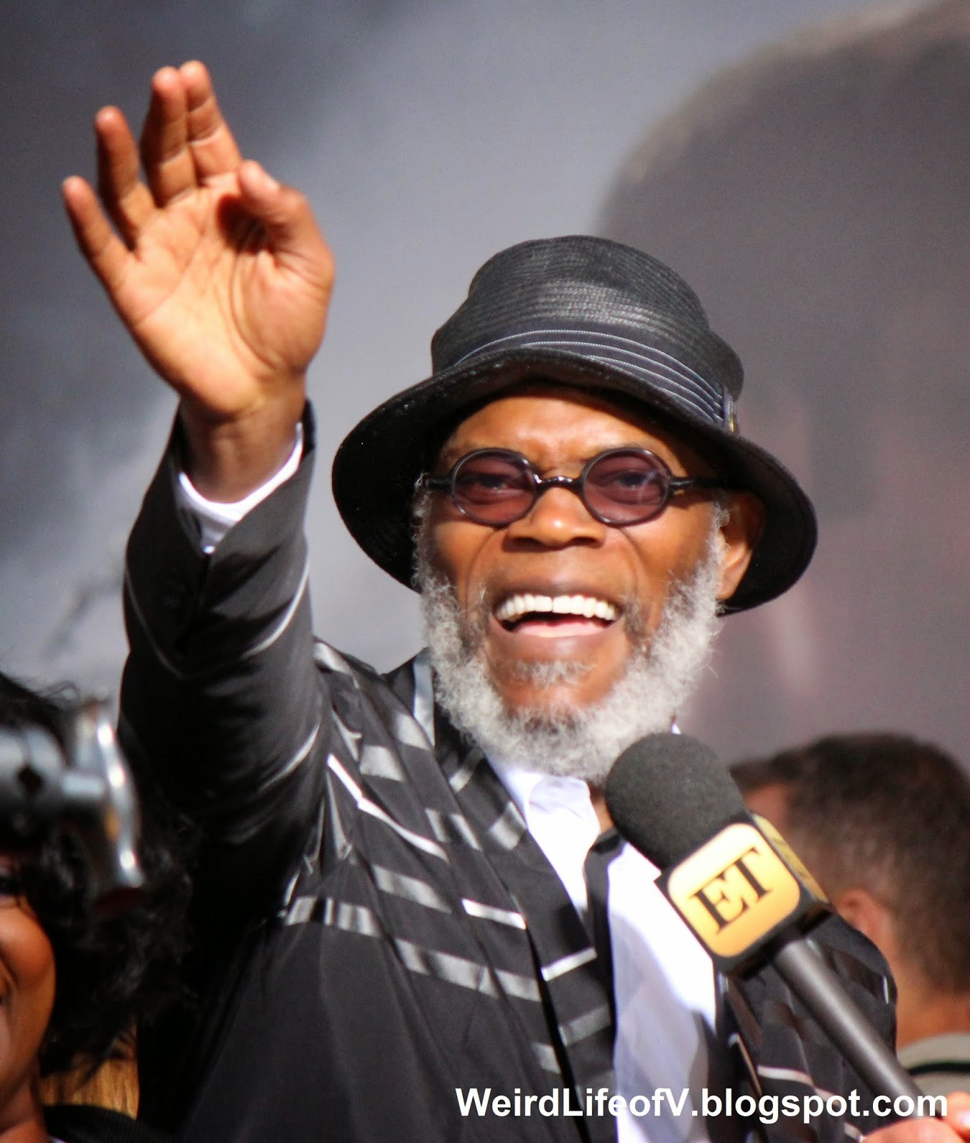 Samuel L. Jackson waving to the fans