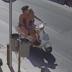 Κρήτη: Προσέξτε τι θα συμβεί πίσω από αυτές τις γυναίκες - Δείτε το βίντεο από κάμερα ασφαλείας!