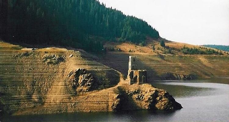 Biserica de sub lac din Beliș, județul Cluj