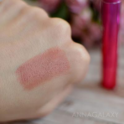 Faberlic Berry Kiss губная помада 40604 ягодная фантазия свотчи