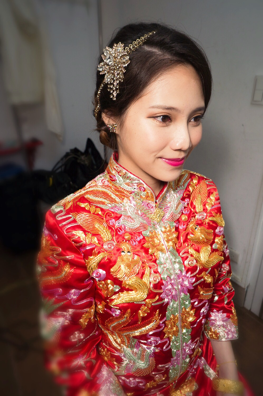 Judy Cheng Makeup Studio: 【新娘整體造型】女星最愛的復古龍鳳褂(文末御囍龍鳳褂優惠)