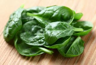 superalimentos vegetales verdes para caida pelo