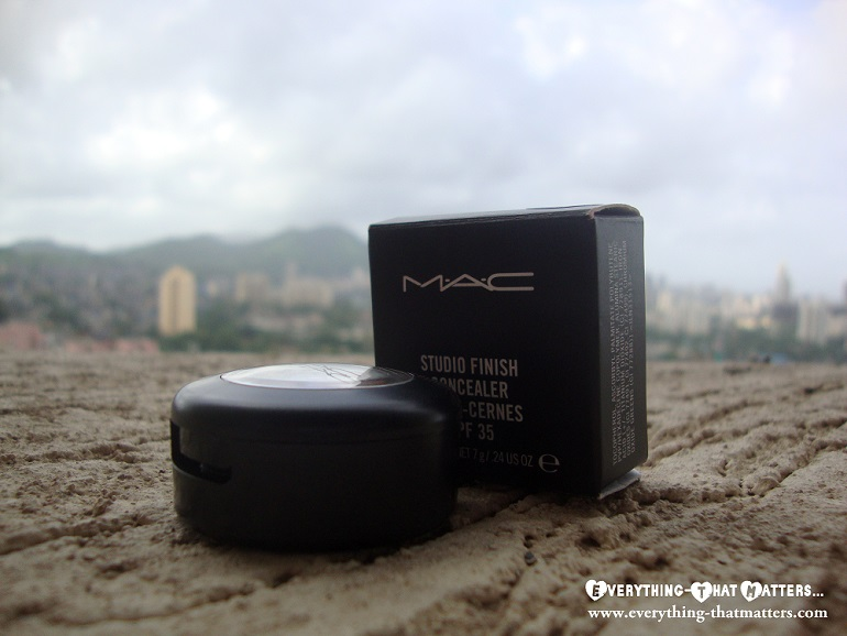 MAC+Studio+Finish+SPF35+Concealer+Swatch+Review+Demo