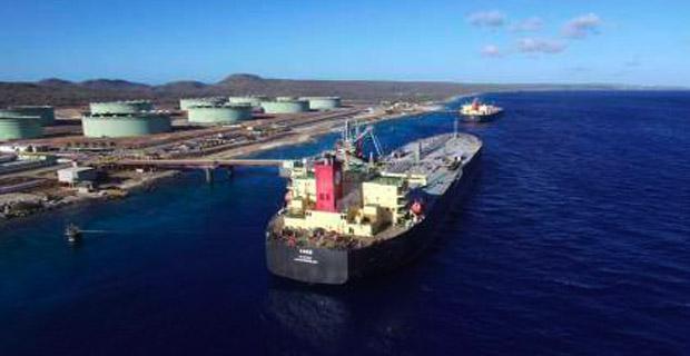 Tanquero petrolero chocó en Jose y se perderán 15 millones de barriles por día