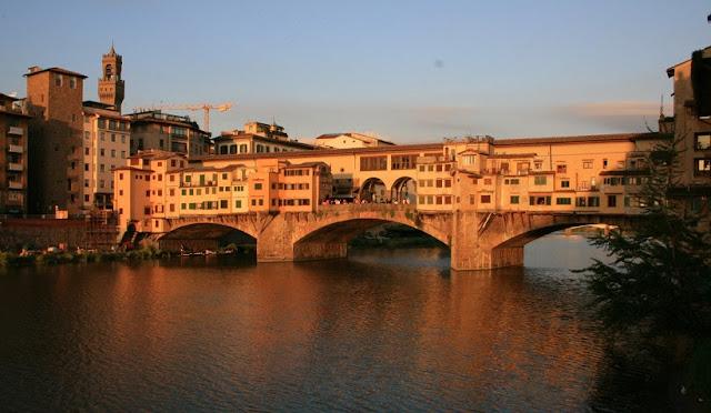 Ponte Vecchio em uma viagem romântica a Florença